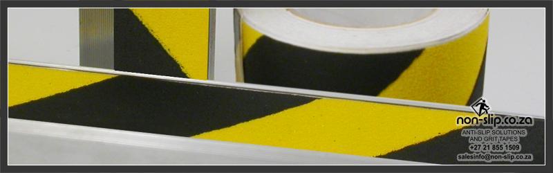 Aluminum nosing with chevron anti slip inlay